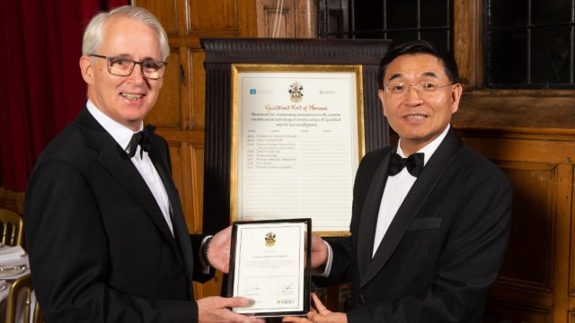 Simon DL receives award from VC PRof Max Lu