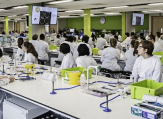 Students in a biology class in the Innovation for Health building