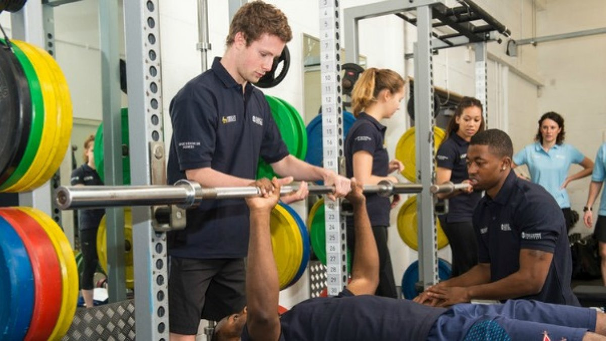 Sport and exercise science students in the gym