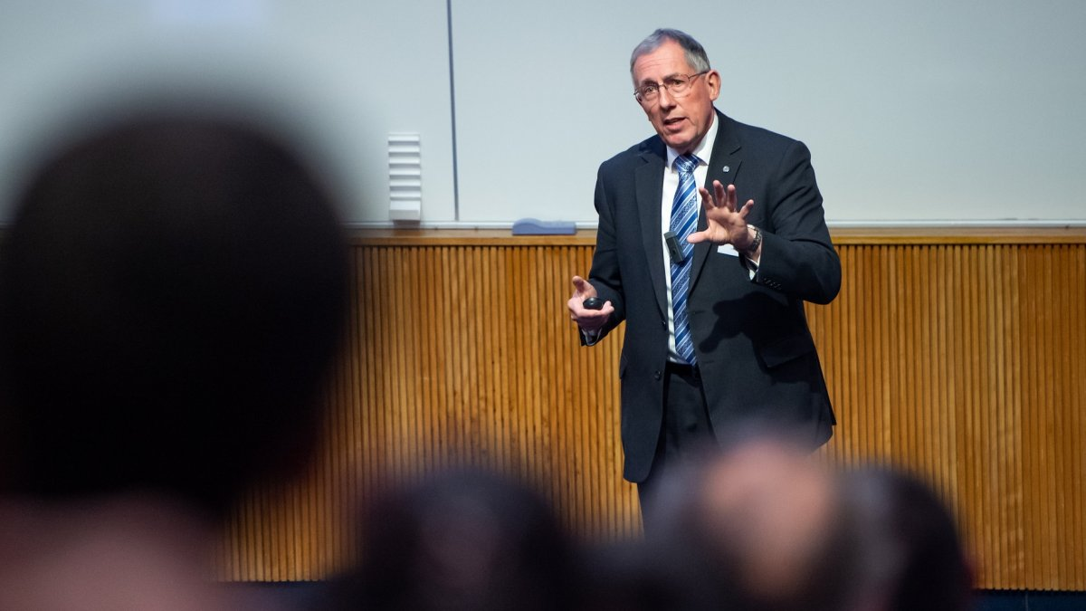 Jonathan Gammon gives Annual Lecture