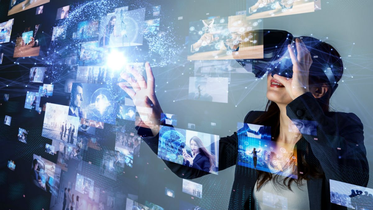 A lady uses virtual reality and interacts with the projections on screen